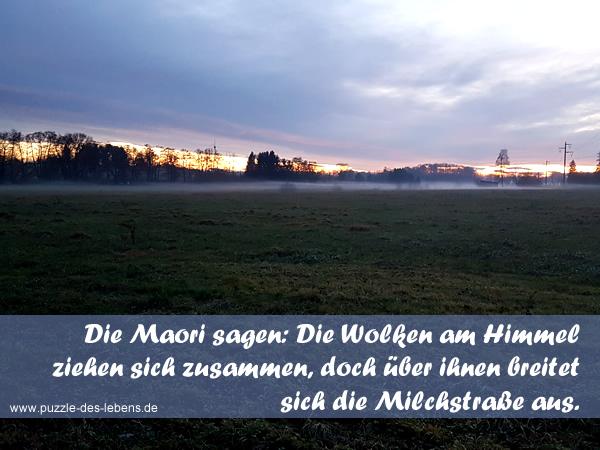 Die Maori sagen: Die Wolken am Himmel ziehen sich zusammen, doch über ihnen breitet sich die Milchstraße aus.